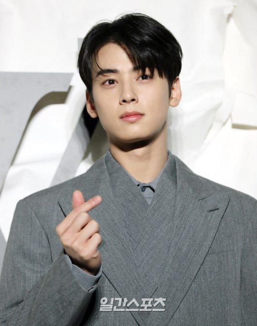 astro-cha-eunwoo-considering-lead-role-for-upcoming-drama-true-beauty-4