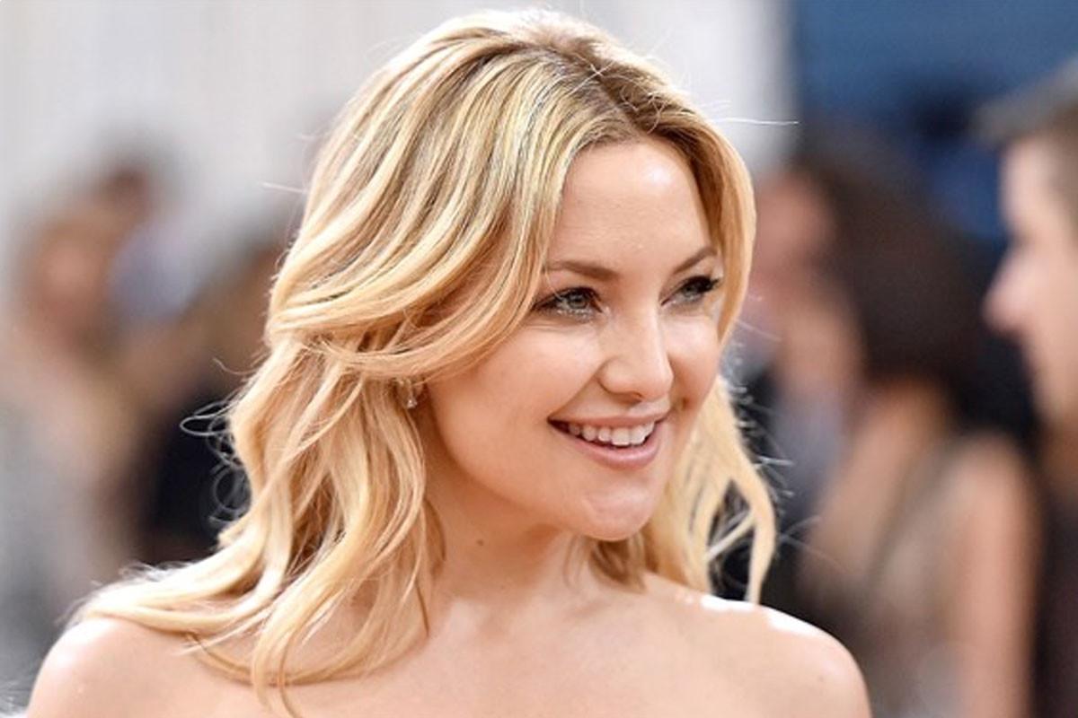 "Kate Hudson has ""mastered"" the at-home bikini wax"