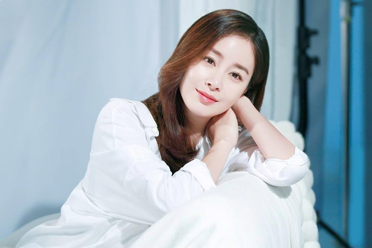 """5 tips to have flawless youthful skin like """"beauty queen"""" Kim Tae Hee"""