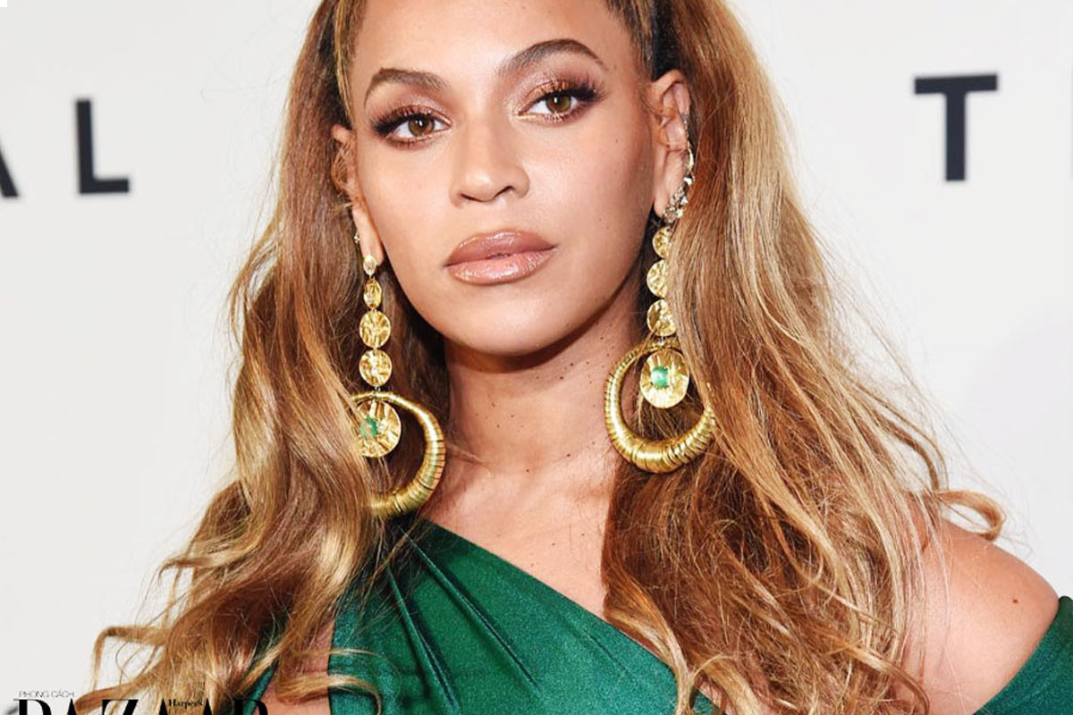 "Beyonce thanks mother Tina Knowles for her ""incredible vision"""