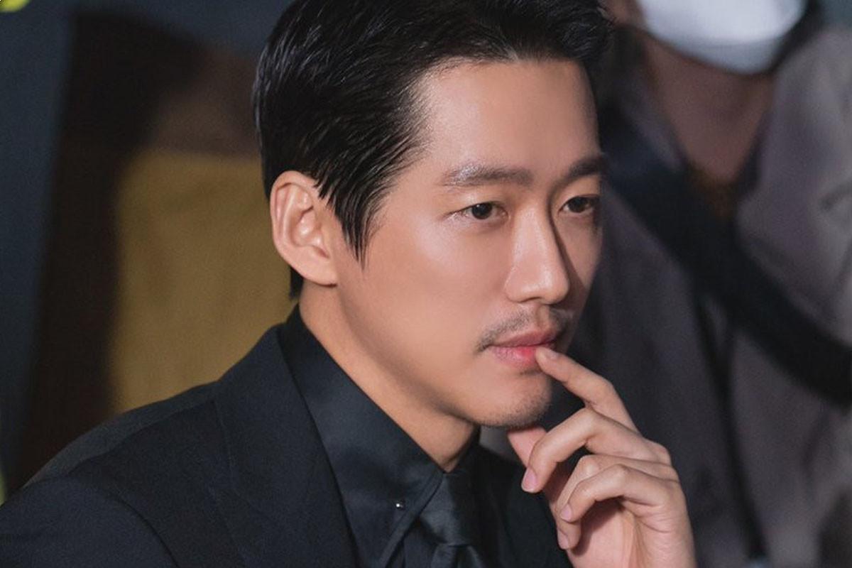 Mnet's reality series 'I-LAND' reveals new photos of 'storyteller' Nam Goong Min