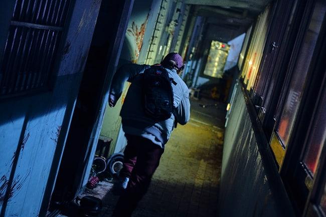 alive-reveals-park-shin-hye-yoo-ah-in-zombie-hiding-photos-4