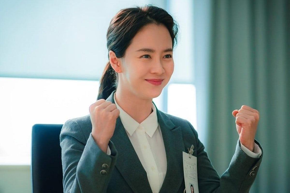 """JTBC's upcoming drama """"Did We Love?"""" reveals stills Song Ji Hyo's character"""
