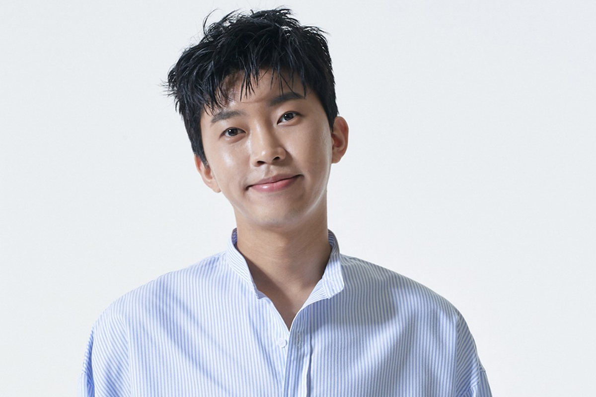 'Mr. Trot' Lim Young Woong continues popularity on music charts