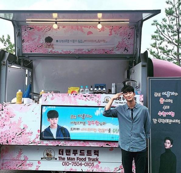 kim-soo-hyun-thanks-lee-hong-ki-for-his-support-2