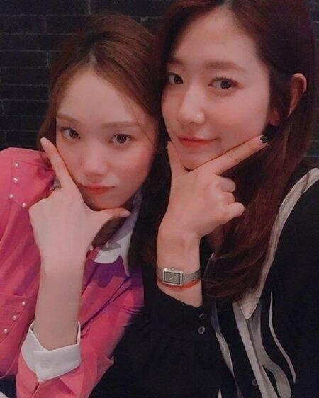 park-shin-hye-posts-thank-lee-sung-kyung-supporting-upcoming-drama-1