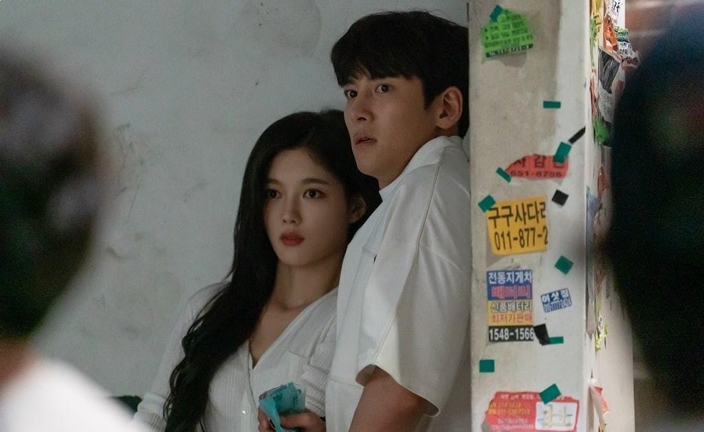"""Backstreet Rookie"" shares new stills of Kim Yoo Jung and Ji Chang Wook"
