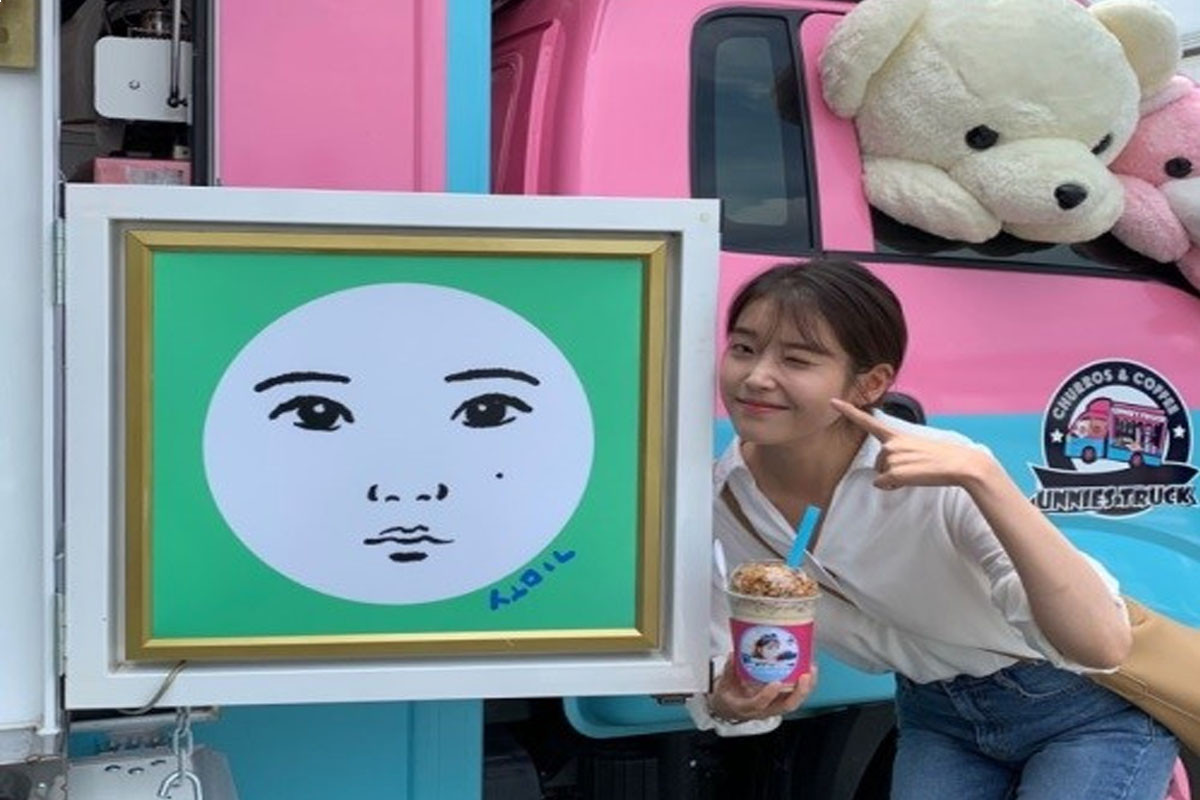 IU posts to thank her fan for supporting at filming movie 'Dream'