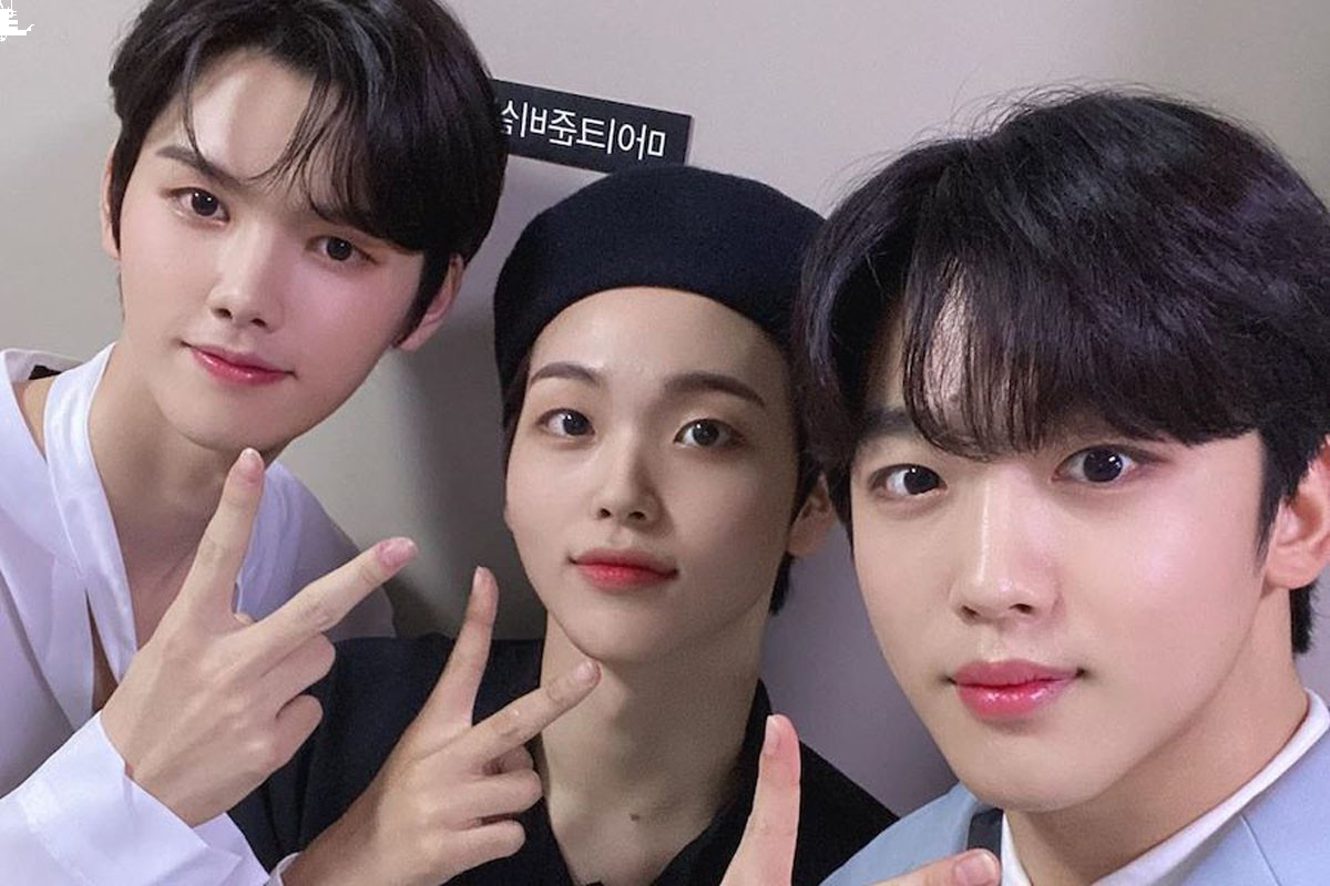"""Kim Yo Han Posts With Former X1 Members Hyeongjun And Minhee At Backstage """"CONNECT:D"""""""