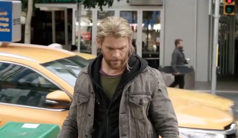 Chris-Hemsworth-is-indeed-a-hilarious-hot-man-1