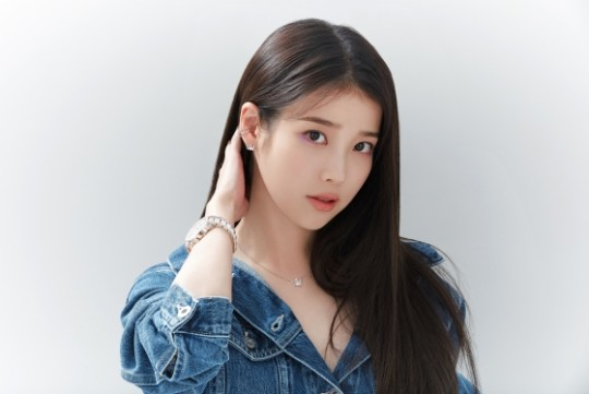 iu-unique-chic-beauty-as-master-of-pictorial-2