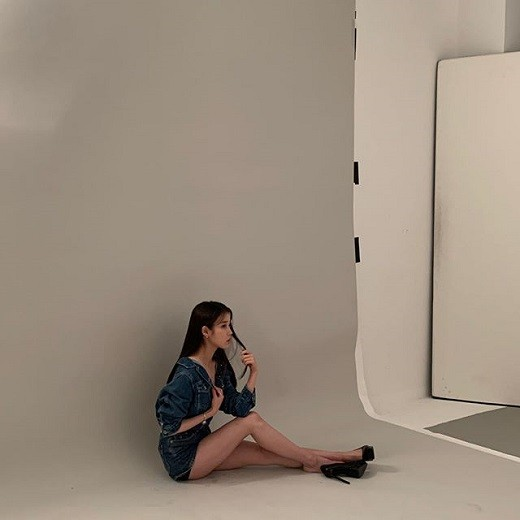 iu-unique-chic-beauty-as-master-of-pictorial-7