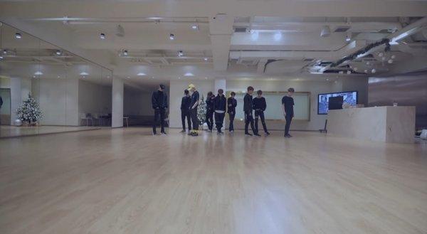 korean-netizens-amazed-by-photos-of-sm-entertainments-practice-room-3