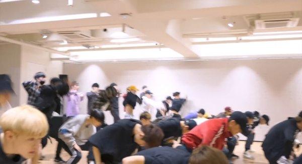 korean-netizens-amazed-by-photos-of-sm-entertainments-practice-room-5