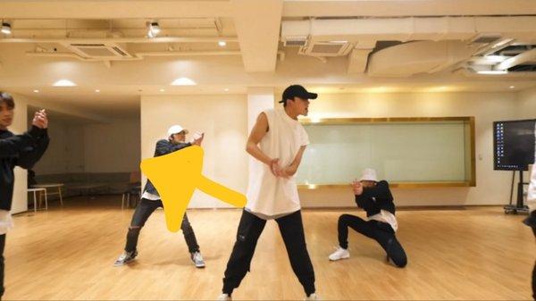 korean-netizens-amazed-by-photos-of-sm-entertainments-practice-room-6