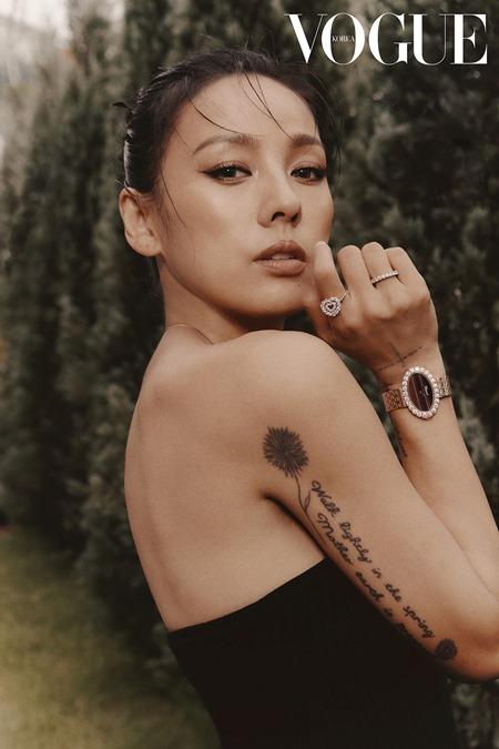 lee-hyori-looks-stunning-in-new-pictorials-with-vogue-korea-4
