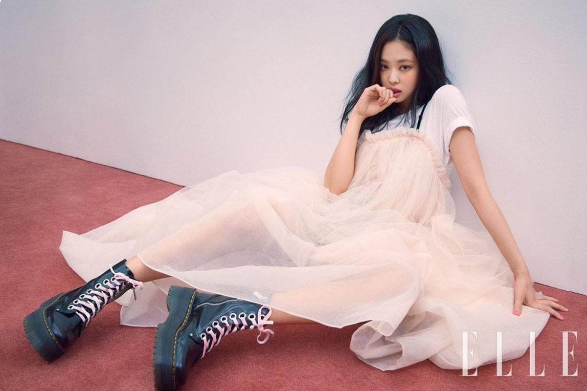 BLACKPINK's Jennie shows elegant lip colors in 'Elle'