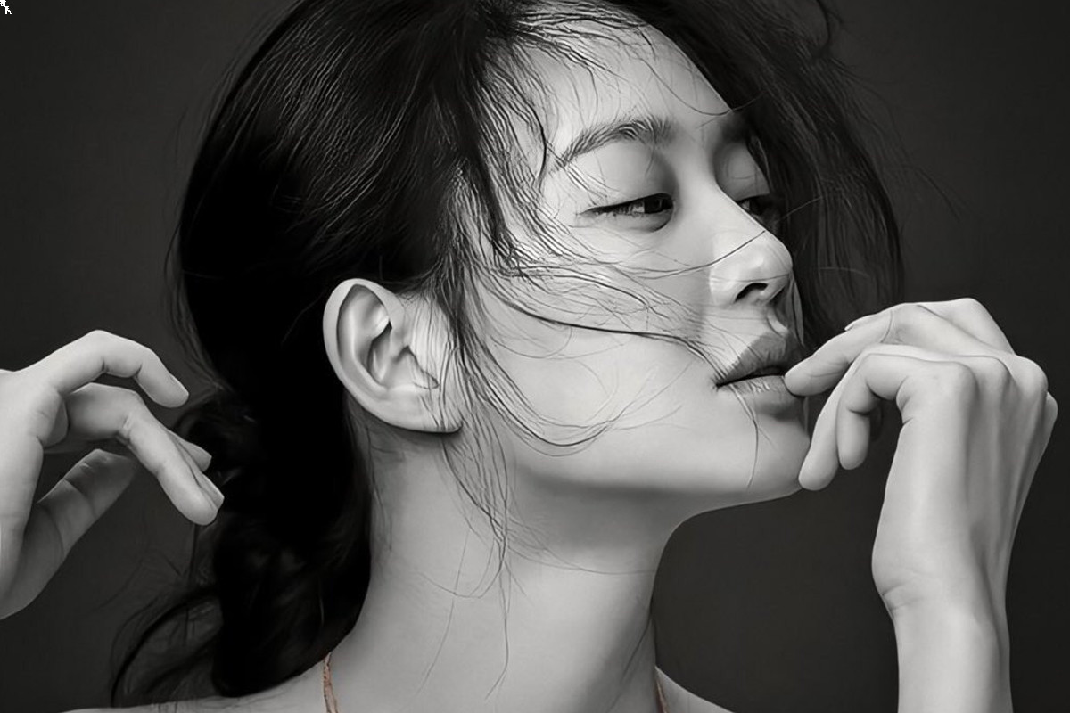 'Diva' unveils behind-the-scenes of Shin Min Ah' swimsuit shooting