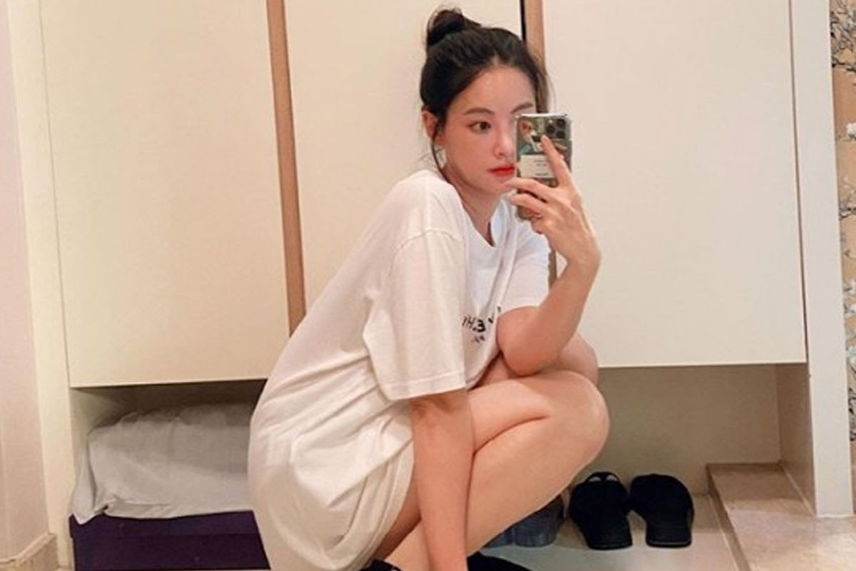 Oh Yeon Seo wears white T-shirt showing her unique goddess beauty