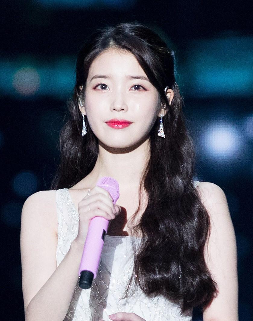 iu-donates-100-million-won-for-her-12th-anniversary-2