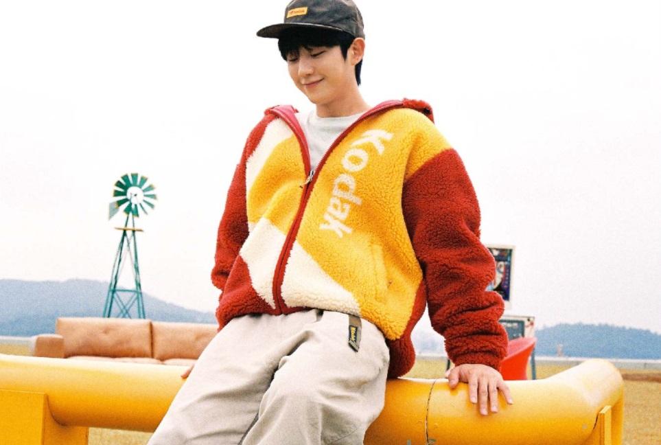 jung-hae-in-selected-as-first-advertising-model-for-kodak-apparel-4