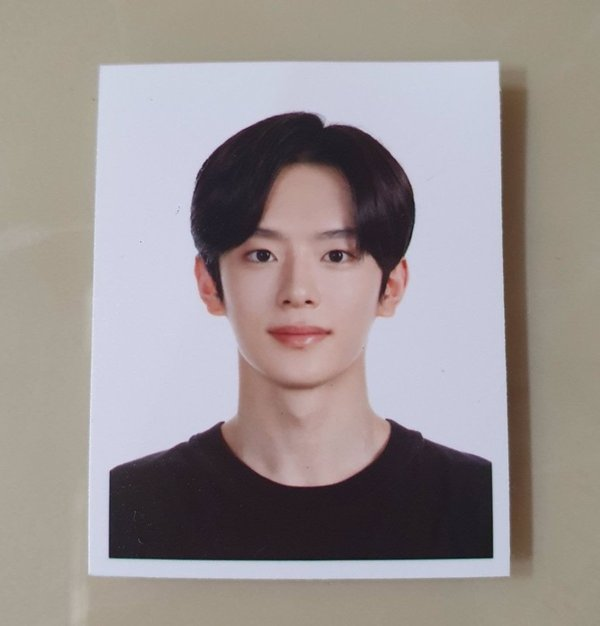 these-7-passport-photos-of-male-k-pop-idols-will-make-your-hearts-melt-1