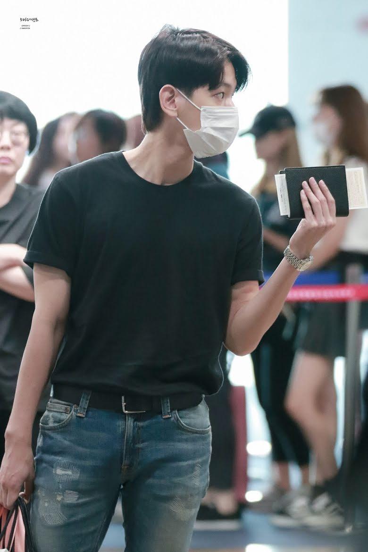 10-airport-outfits-exo-baekhyun-20