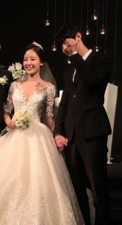 EXO Chanyeol Was Captured Singing An Emotional Ballad At A Friend's Wedding
