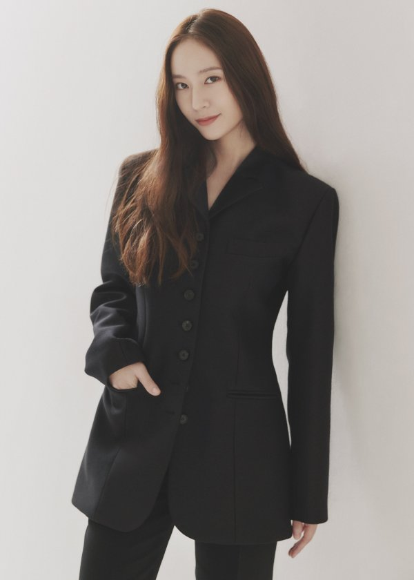 fx-krystal-leaves-sm-entertainment-to-sign-with-h-entertainmentse-new-song-your-voice-on-october-15-in-preparation-for-first-full-length-album-3