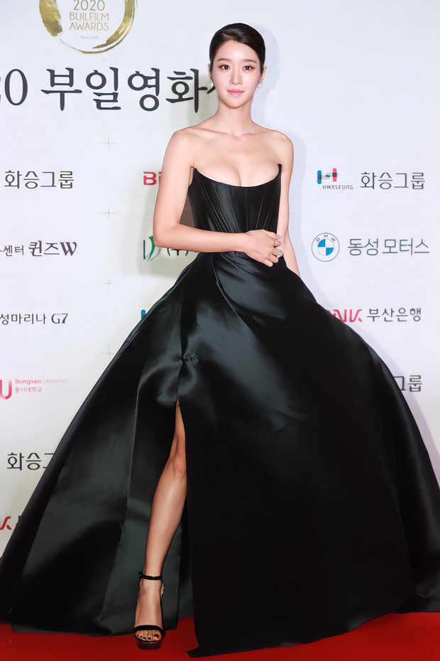 seo-ye-ji-took-up-all-the-red-carpet-spotlight-1