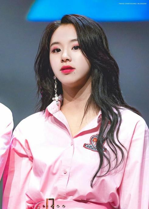 5-k-pop-idols-have-beautiful-triple-eyelids-2