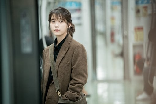 4-of-ius-most-fashionable-k-drama-characters-6