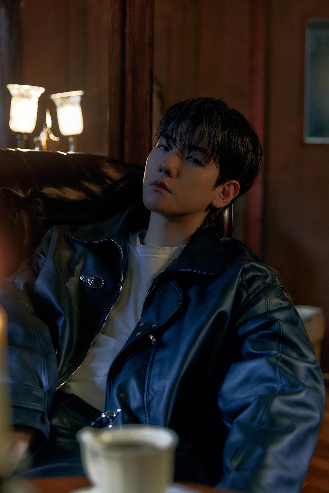 exo-baekhyun-records-833392-pre-orders-for-3rd-mini-album-bambi