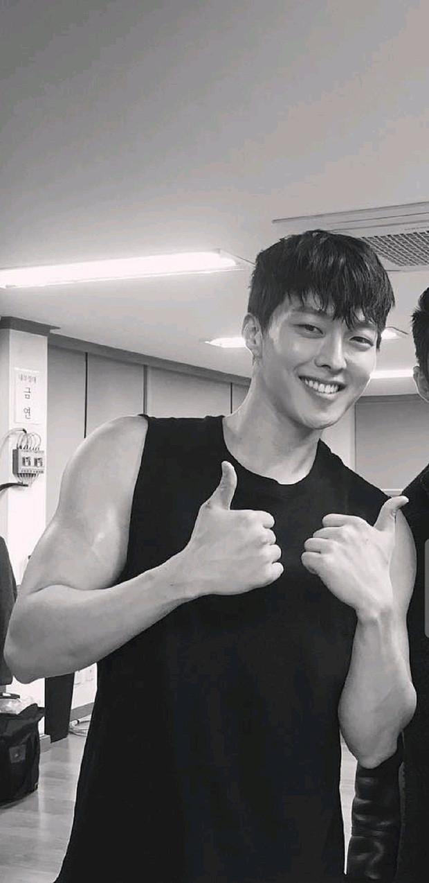 Nam thần điện ảnh mới đến từ YG Jang Ki Yong: Na ná Hyun Bin, trùng hợp sắp yêu Song Hye Kyo, nghi chen vào cặp đôi Reply 1988 - Ảnh 21.