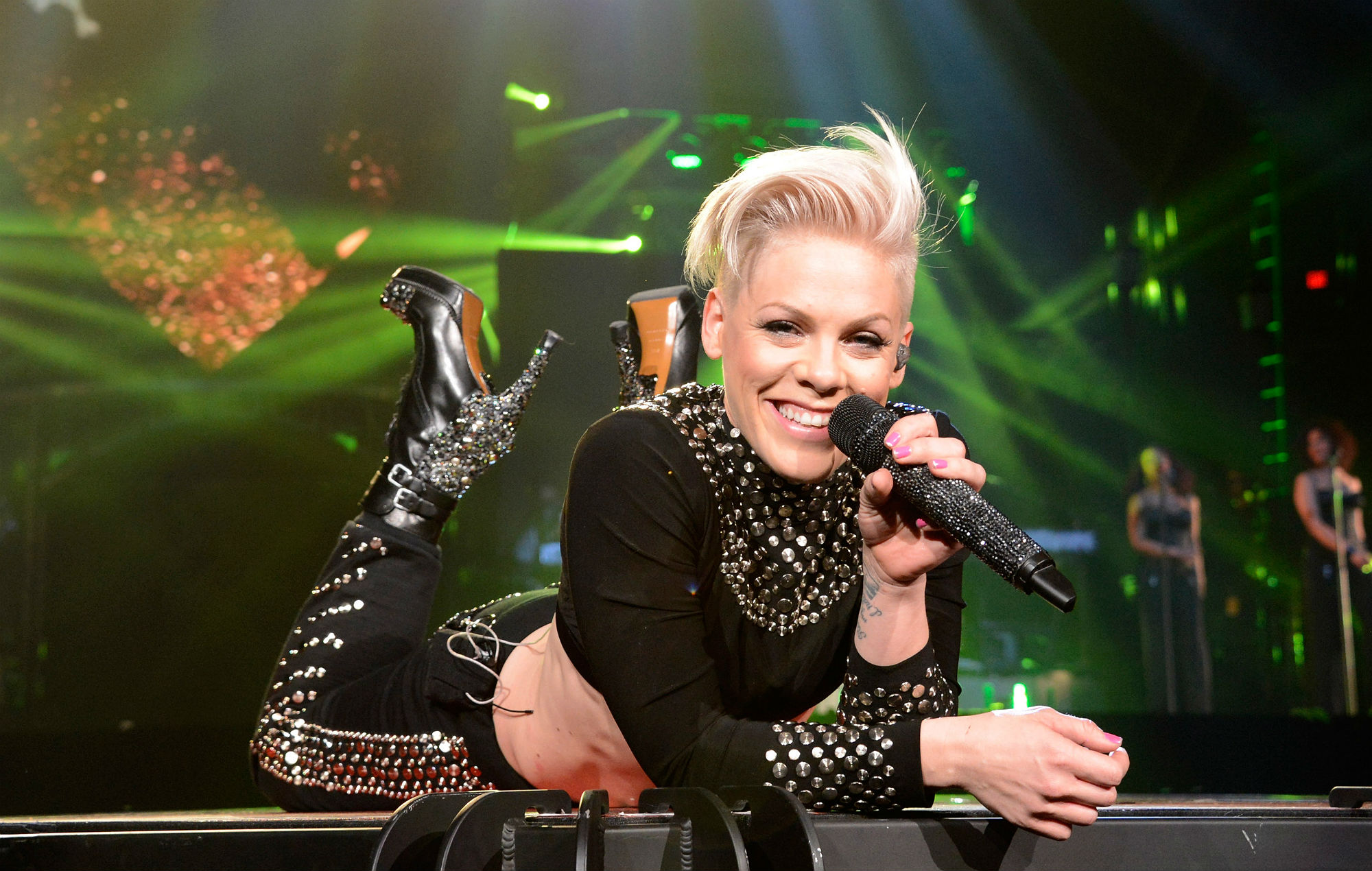 Top-20-Highest-Grossing-Female-Artist-Tours-In-History-3