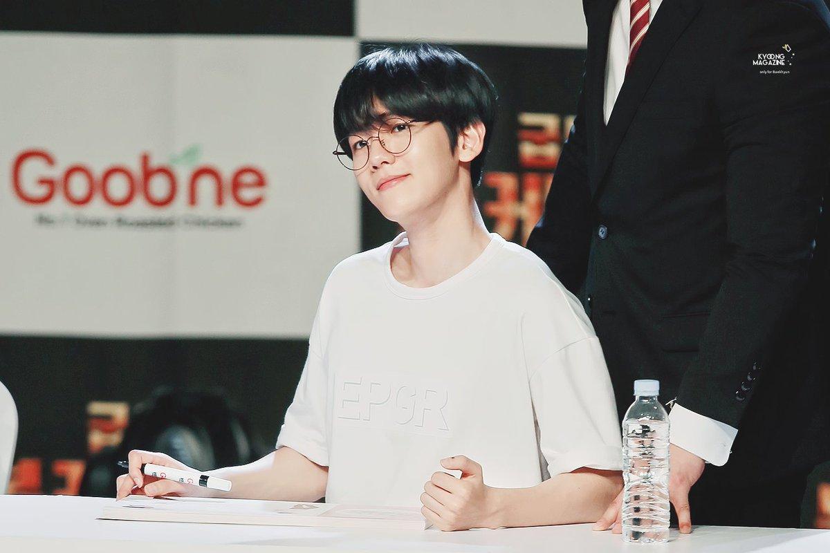 baekhyun-black-hair-8