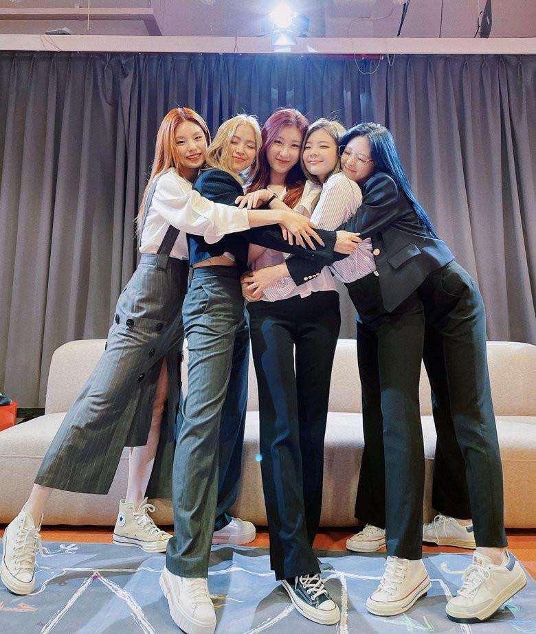Top 5 Best Selling Female K-Pop Group For First Week Album Sales