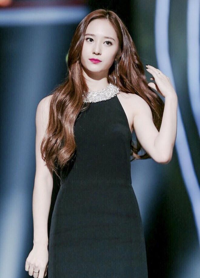 """Khí chất con nhà giàu của dàn mỹ nhân này sẽ làm bạn lóa mắt: Jennie thở thôi cũng thần thái, Seohyun xứng danh """"con gái tập đoàn Samsung"""" - Ảnh 4."""