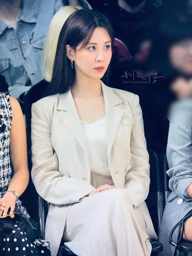 """Khí chất con nhà giàu của dàn mỹ nhân này sẽ làm bạn lóa mắt: Jennie thở thôi cũng thần thái, Seohyun xứng danh """"con gái tập đoàn Samsung"""" - Ảnh 6."""