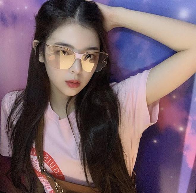 """Khí chất con nhà giàu của dàn mỹ nhân này sẽ làm bạn lóa mắt: Jennie thở thôi cũng thần thái, Seohyun xứng danh """"con gái tập đoàn Samsung"""" - Ảnh 10."""